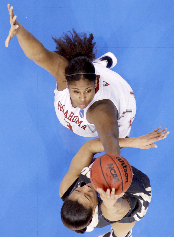 Photo - OU's Courtney Paris blocks the shot of Purdue's Lindsay Wisdom-Hylton during the NCAA women's basketball regional  tournament finals between Oklahoma and Purdue at the Ford Center in Oklahoma City, Tuesday, March 31, 2009.  Photo by Bryan Terry, The Oklahoman