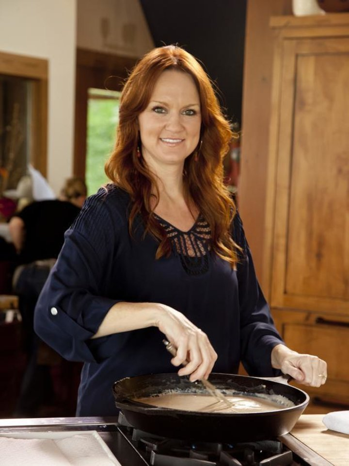 Photo - Ree Drummond - host, prepares chicken fried steak, gravy, mashed potatoes and marinaded tomato salad  in the kitchen of the lodge during episode 1 as seen on Food Network's Pioneer Woman Season 1. ORG XMIT: 1108251604579199
