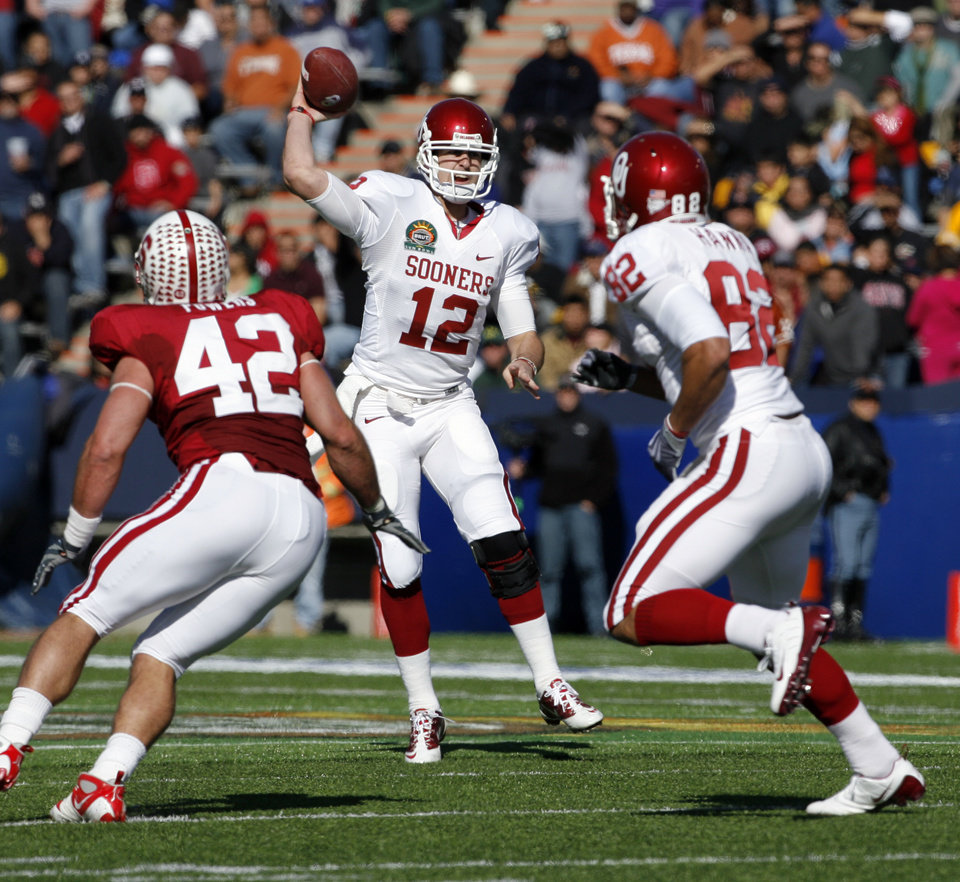 Photo - Landry Jones throws during the first half of the Brut Sun Bowl college football game between the University of Oklahoma Sooners (OU) and the Stanford University Cardinal on Thursday, Dec. 31, 2009, in El Paso, Tex.   Photo by Steve Sisney, The Oklahoman