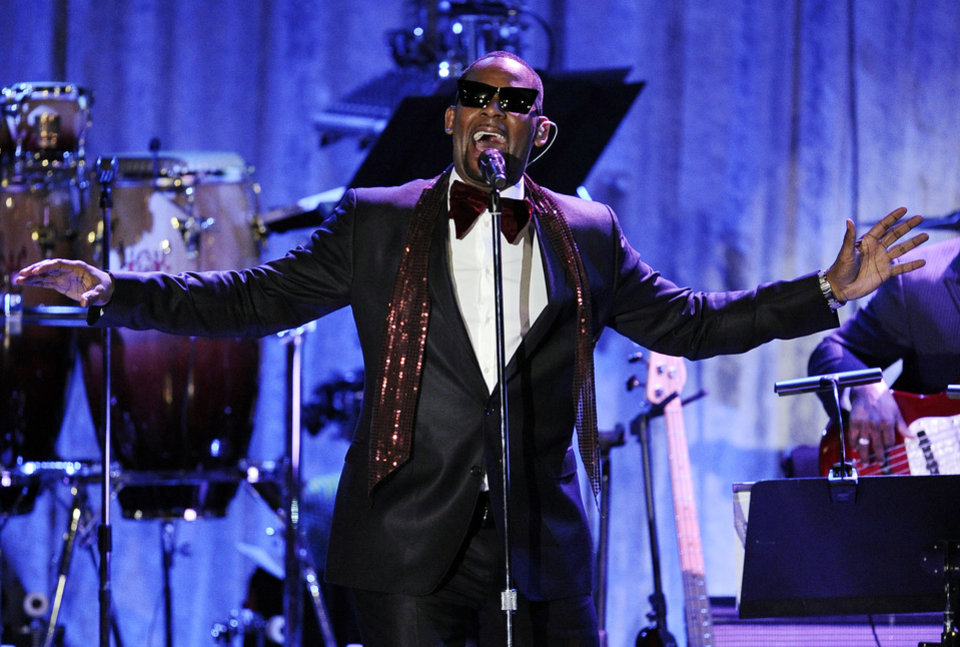 """FILE - In this Feb. 12, 2011, file photo, R. Kelly performs in Beverly Hills, Calif. Kelly announced on Monday, Nov. 19, 2012, that he\'s had an offer to bring """"Trapped in the Closet"""" to the stage, and he may even be in some performances. (AP Photo/Mark J. Terrill, File)"""
