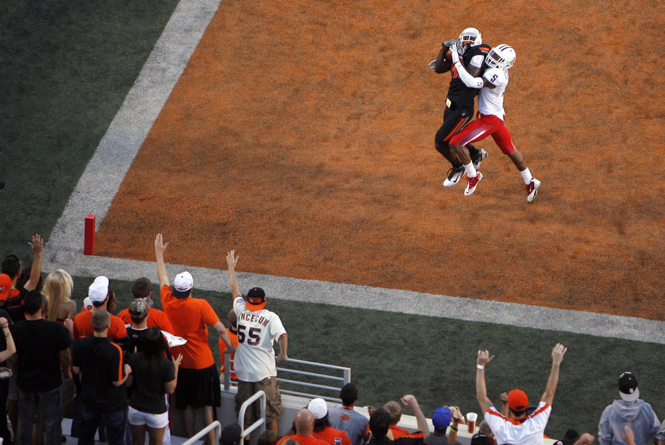 Photo - Oklahoma State's Justin Blackmon catches a touchdown pass as Arizona's Shaquille Richardson defends during their game Thursday in Stillwater. PHOTO BY SARAH PHIPPS, The Oklahoman