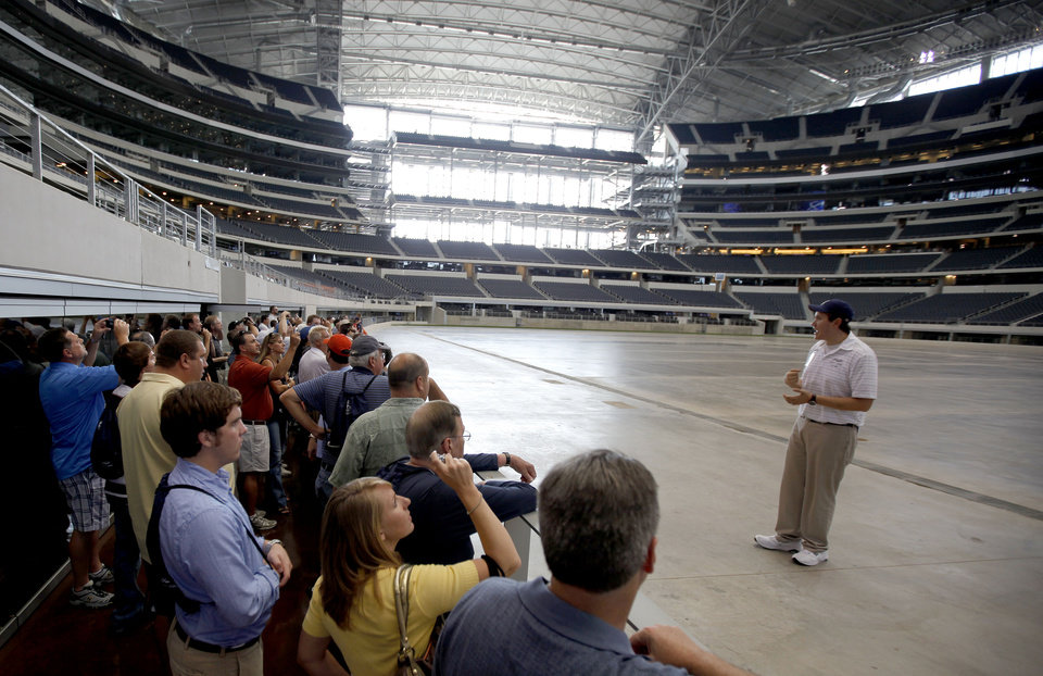 Photo - BIG 12 CONFERENCE / FOOTBALL MEDIA DAYS / DALLAS COWBOYS / NFL FOOTBALL STADIUM: A group of media members stand in a field level suite as they take a tour of Cowboys Stadium in Arlington, Texas, on Tuesday, July 28, 2009. Photo by Bryan Terry, The Oklahoman ORG XMIT: kod