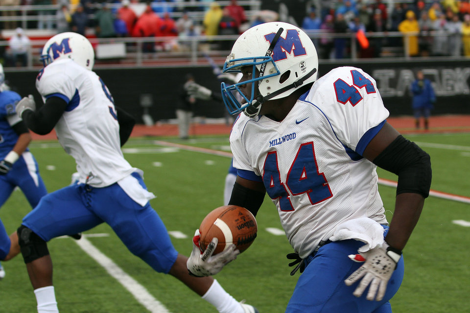 Photo - HIGH SCHOOL FOOTBALL PLAYOFFS: Millwood's Larry Lambeth runs down the sidelines on his way to a 48-yard touchdown run during the Class 2A semifinals between Millwood and Hennessey in Yukon, Saturday, December 3 2011. PHOTO BY HUGH SCOTT, FOR THE OKLAHOMAN ORG XMIT: KOD