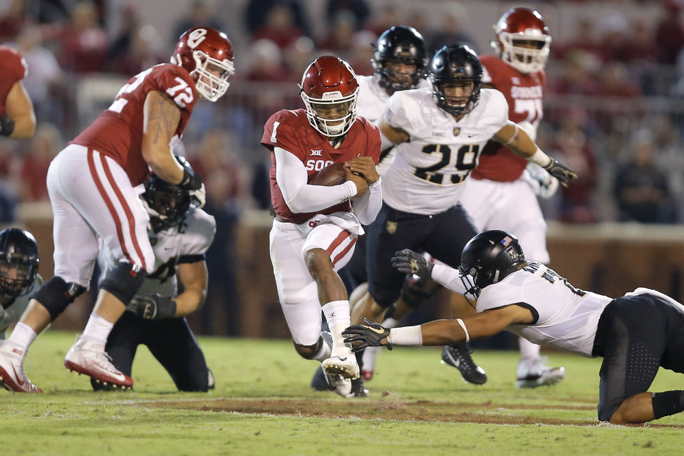 Photo - Oklahoma's Kyler Murray (1) runs past Army's Jaylon McClinton (7) during a college football game between the University of Oklahoma Sooners (OU) and the Army Black Knights at Gaylord Family-Oklahoma Memorial Stadium in Norman, Okla., Saturday, Sept. 22, 2018. Photo by Bryan Terry, The Oklahoman