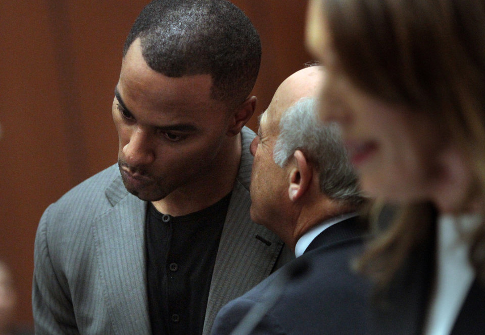 Photo - Former NFL safety Darren Sharper, right, huddles with attorney Leonard Levine in Los Angeles Superior Court on Thursday, Feb. 20, 2014, in Los Angeles. Sharper has pleaded not guilty to charges that he drugged and raped two women he met at a West Hollywood night club. (AP Photo/Los Angeles Times, Bob Chamberlin, Pool)