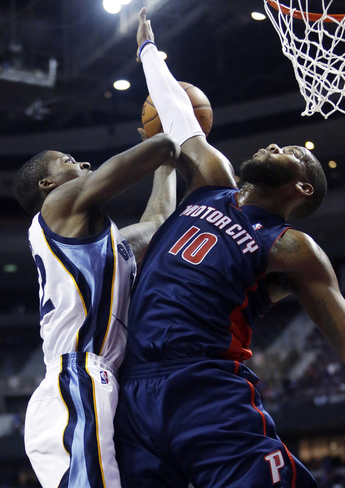 Photo - Memphis Grizzlies forward Ed Davis (32) tries going to the basket against Detroit Pistons center Greg Monroe (10) during the first half of an NBA basketball game on Sunday, Jan. 5, 2014, in Auburn Hills, Mich. (AP Photo/Duane Burleson)