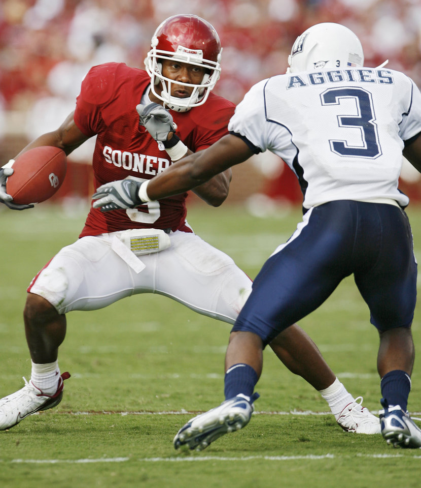 Photo - Oklahoma's Reggie Smith (3) looks to get past Utah State's Marquise Charles (3) in the first half during the University of Oklahoma Sooners (OU) college football game against Utah State University at the Gaylord Family -- Oklahoma Memorial Stadium, on Saturday, Sept. 15, 2007, in Norman, Okla.  By Bryan Terry, The Oklahoman     ORG XMIT: KOD