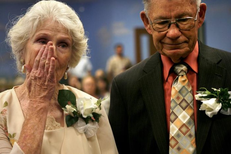 Photo -  MAE ROE / 50 / 50TH / WEDDING ANNIVERSARY: Mae, left, and Wes Roe renew their vows for each other at their fiftieth wedding anniversary party at Church of Christ in Edmond, Okla. Saturday, June 28, 2009.  The Roes were married fifty years ago on July 4 which is also both of their birthdays.  Photo by Ashley McKee, The Oklahoman   ORG XMIT: KOD