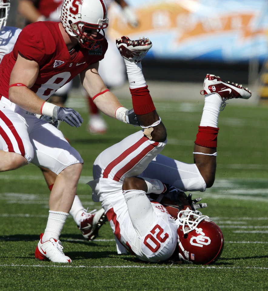 Photo - Samson Adeoye (20) hangs on to a Landry Jones pass during the first half of the Brut Sun Bowl college football game between the University of Oklahoma Sooners (OU) and the Stanford University Cardinal on Thursday, Dec. 31, 2009, in El Paso, Tex.   Photo by Steve Sisney, The Oklahoman