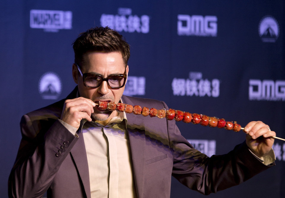 Photo - U.S. actor Robert Downey Jr. tries out