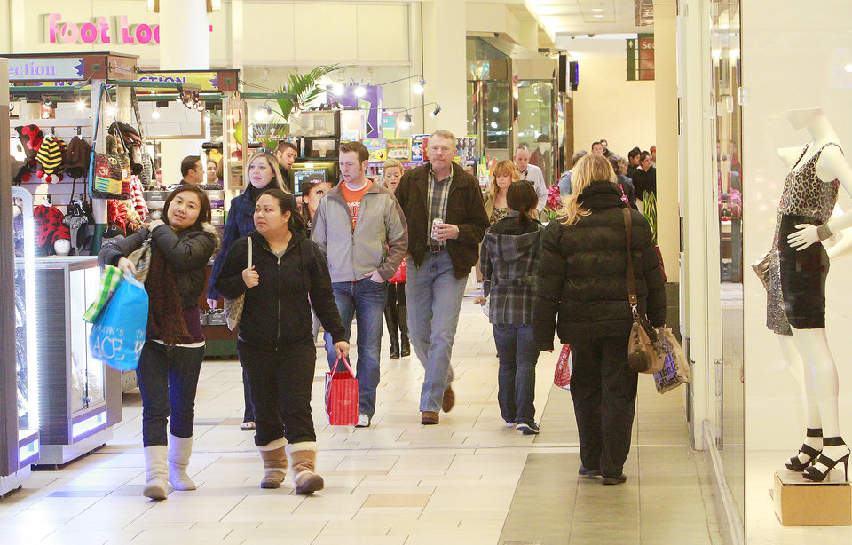 Shoppers at Quail Springs Mall, Monday, December 26, 2011.   Photo by David McDaniel, The Oklahoman