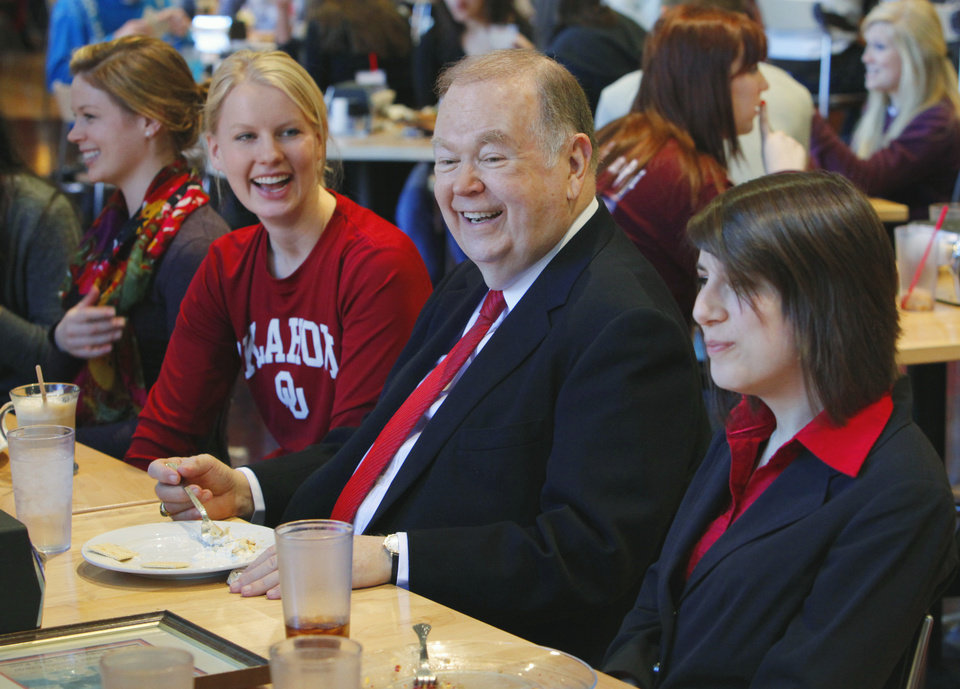 Photo - 16 / SIXTEEN / SIXTEENTH / ANNIVERSARY: University of Oklahoma president David Boren has lunch with student leaders to celebrate his 16th year as head of the school on Tuesday, January 25, 2011, in Norman, Okla.  Students left to right are Taylor Krebs--Outstanding Senior, Sarah Swenson--OU's newest Rhodes Scholar, and Lydia Sexton--Housing Center Student Association president.  Photo by Steve Sisney/The Oklahoman     ORG XMIT: KOD