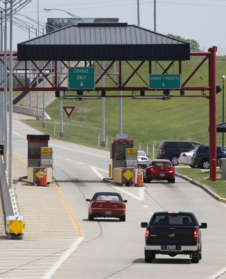 Photo - Drivers pass through the toll gate on the Kilpatrick Turnpike near Western Avenue in Oklahoma City, Wednesday, April 25, 2012. Photo By Steve Gooch, The Oklahoman