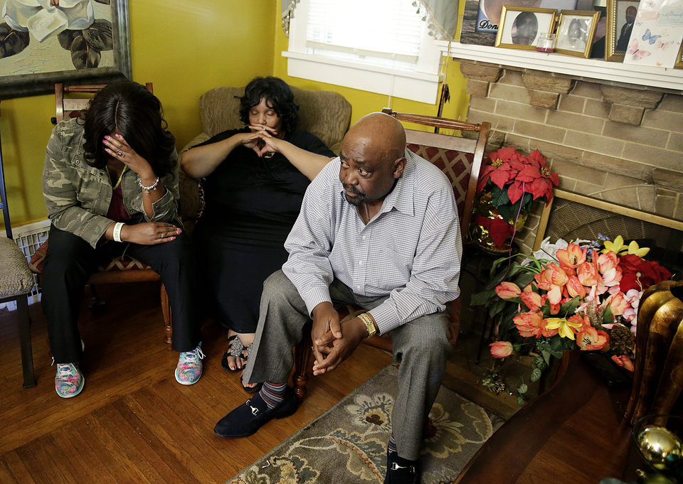Photo - Tiffany Crutcher(left), twin sister of Terence Crutcher who was shot and killed by Tulsa Police Friday night, his mother Leanna Crutcher and his father Rev. Joey Crutcher react during a news conference Sept. 17, 2016. MIKE SIMONS/Tulsa World