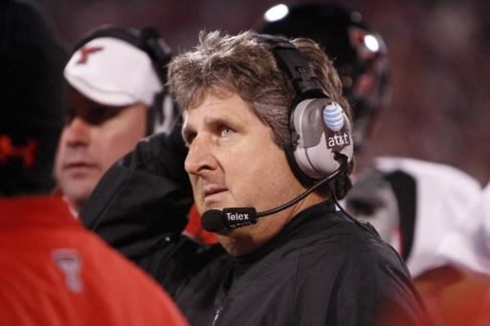 Texas Tech head coach Mike  Leach looks at the scoreboard in the final seconds of the college football game between the University of Oklahoma Sooners (OU) and Texas Tech University at the Gaylord Family -- Oklahoma Memorial Stadium on Saturday, Nov. 22, 2008, in Norman, Okla. BY STEVE SISNEY, THE OKLAHOMAN