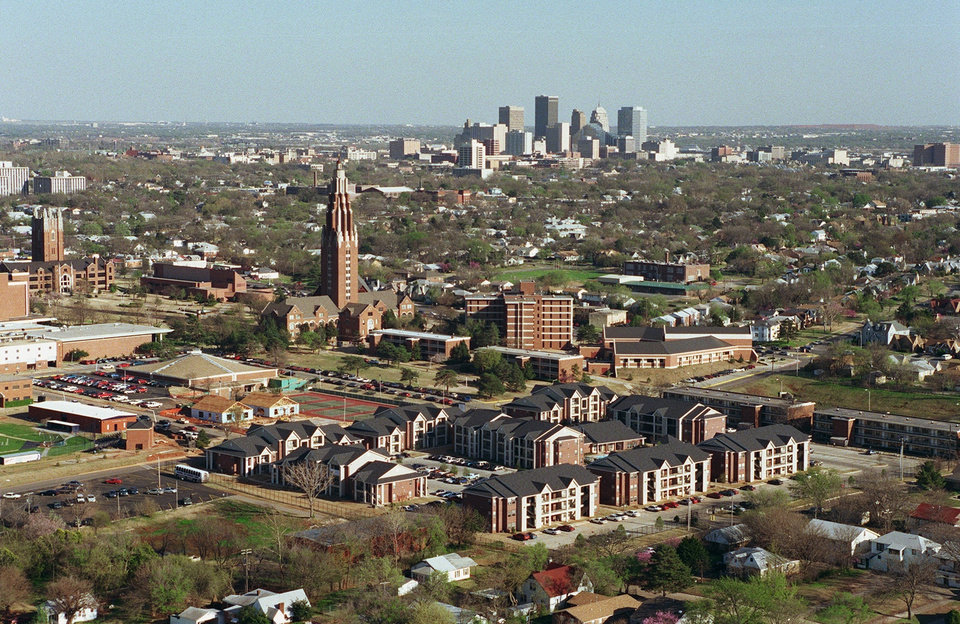 OKLAHOMA CITY / SKYLINE / AERIAL VIEW / OCU AERIAL:  OKLAHOMA CITY UNIVERSITY W/ DOWNTOWN OKC IN BACKGROUND. AERIAL PHOTO TAKEN 04/01/1998.  Staff photo by George R. Wilson.
