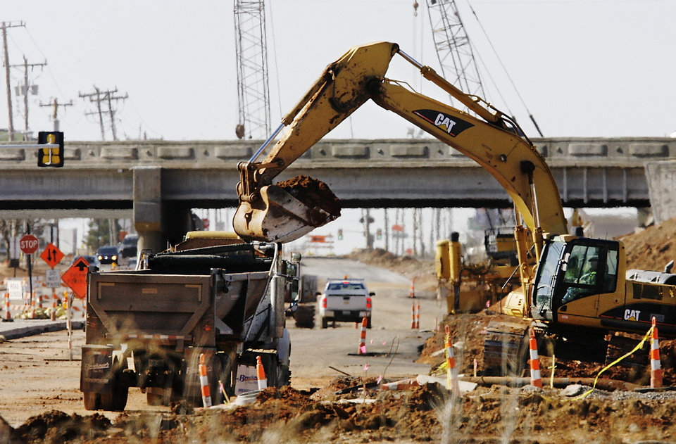 Photo - Construction progress on Broadway Extension widening and interchange project at Memorial Road, Tuesday, February 3, 2009.  BY JIM BECKEL, THE OKLAHOMAN ORG XMIT: KOD