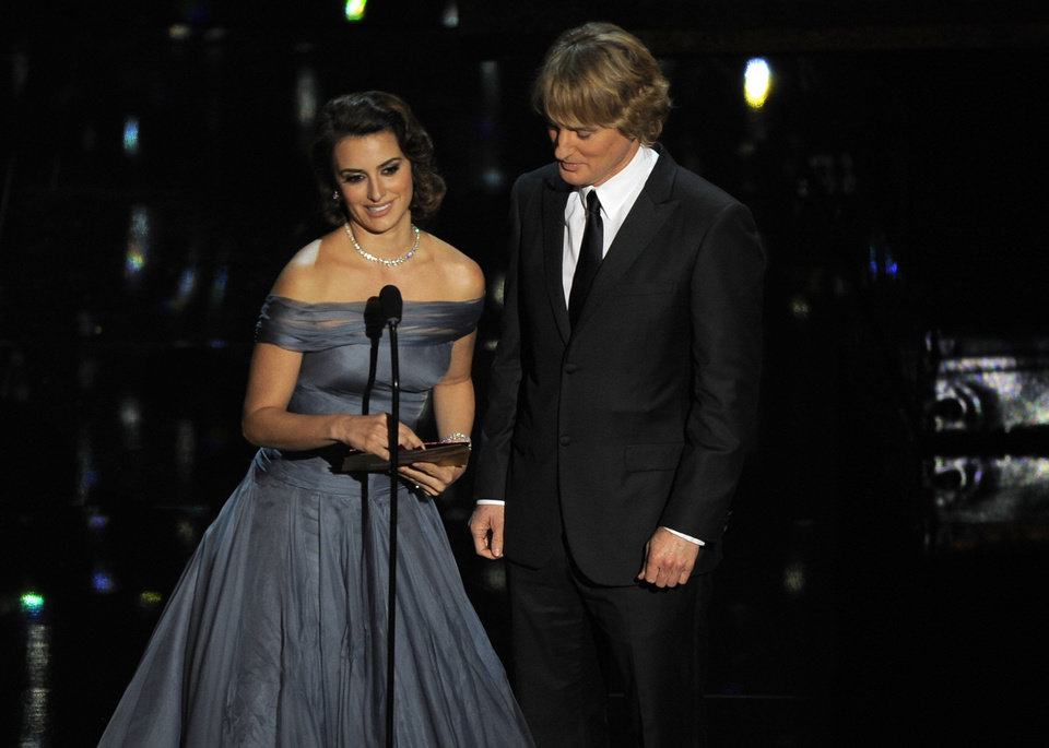 Penelope Cruz, left, and Owen Wilson present an award onstage during the 84th Academy Awards on Sunday, Feb. 26, 2012, in the Hollywood section of Los Angeles. (AP Photo/Mark J. Terrill) ORG XMIT: SHO314
