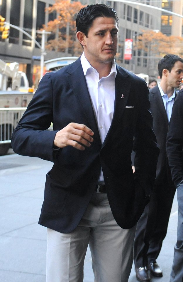 Photo -   Edmonton Oilers hockey player Shawn Horcoff arrives for labor talks at NHL headquarters in New York, Wednesday, Nov. 21, 2012, in New York. (AP Photo/ Louis Lanzano)