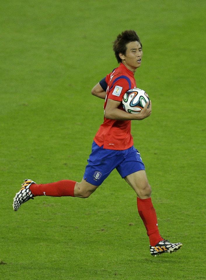 Photo - South Korea's Koo Ja-cheol carries the ball back to the center circle after scoring his side's second goal during the group H World Cup soccer match between South Korea and Algeria at the Estadio Beira-Rio in Porto Alegre, Brazil, Sunday, June 22, 2014. (AP Photo/Michael Sohn)