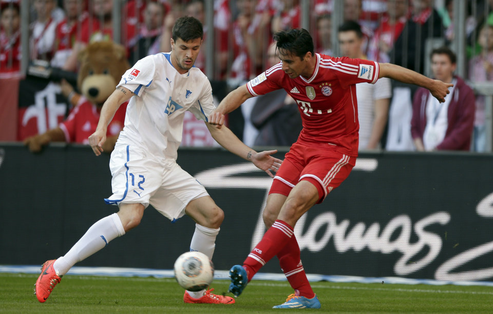 Photo - Hoffenheim's Tobias Strobl, left, and Bayern's Claudio Pizarro of Peru challenge for the ball  during the German first division Bundesliga soccer match between FC Bayern Munich and TSG  1899 Hoffenheim, in Munich, southern Germany, Saturday, March 29, 2014. (AP Photo/Matthias Schrader)
