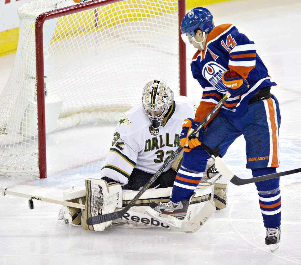 Dallas Stars goalie Kari Lehtonen makes the save on Edmonton Oilers\' Jordan Eberle (14) during second period NHL hockey action in Edmonton, Alberta, on Tuesday Feb. 12, 2013. (AP Photo/The Canadian Press, Jason Franson)