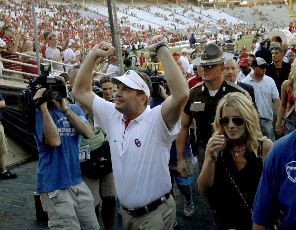 Photo - CELEBRATION: OU coach Bob Stoops celebrates after the Red River Rivalry college football game between the University of Oklahoma Sooners (OU) and the University of Texas Longhorns (UT) at the Cotton Bowl on Saturday, Oct. 2, 2010, in Dallas, Texas. OU defeated Texas 28-20.  Photo by Bryan Terry, The Oklahoman ORG XMIT: KOD