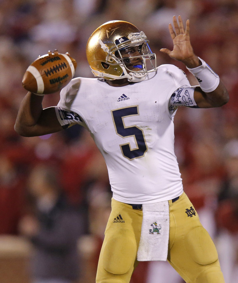 Notre Dame\'s Everett Golson (5) throws a pass during the college football game between the University of Oklahoma Sooners (OU) and the Notre Dame Fighting Irish at Gaylord Family-Oklahoma Memorial Stadium in Norman, Okla., Saturday, Oct. 27, 2012. Oklahoma lost 30-13. Photo by Bryan Terry, The Oklahoman