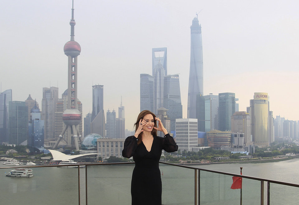 Photo - Actress Angelina Jolie poses for a photo shoot at the Bund as she takes part on a promotion event for her movie