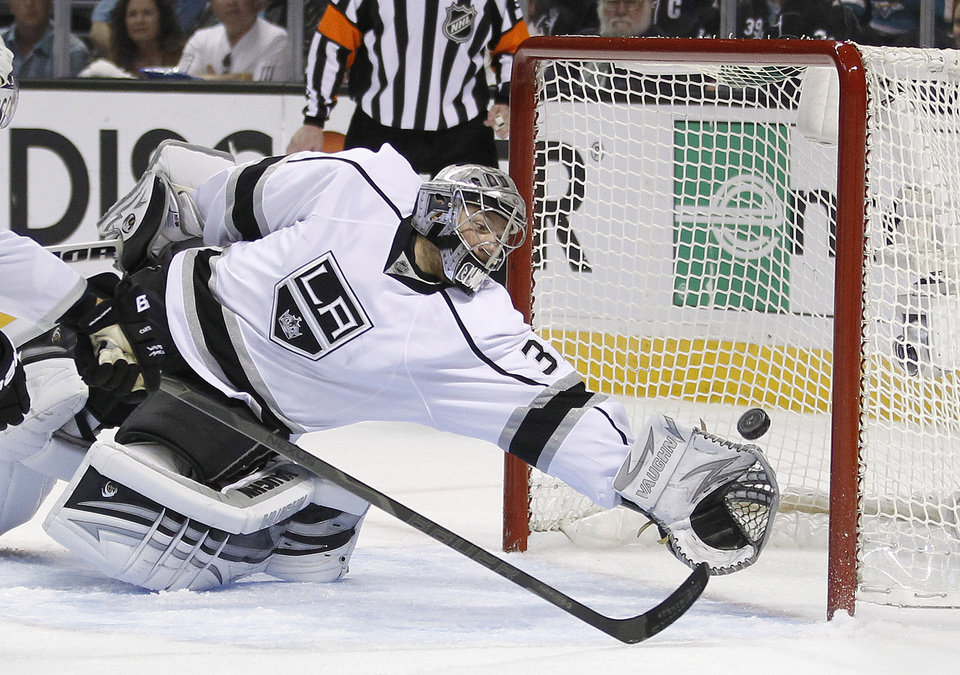 Los Angeles Kings goalie Jonathan Quick (32) can\'t stop a San Jose Sharks center Joe Thornton (19) score during the first period in Game 6 of their second-round NHL hockey Stanley Cup playoff series in San Jose, Calif., Sunday, May 26, 2013. (AP Photo/Tony Avelar)