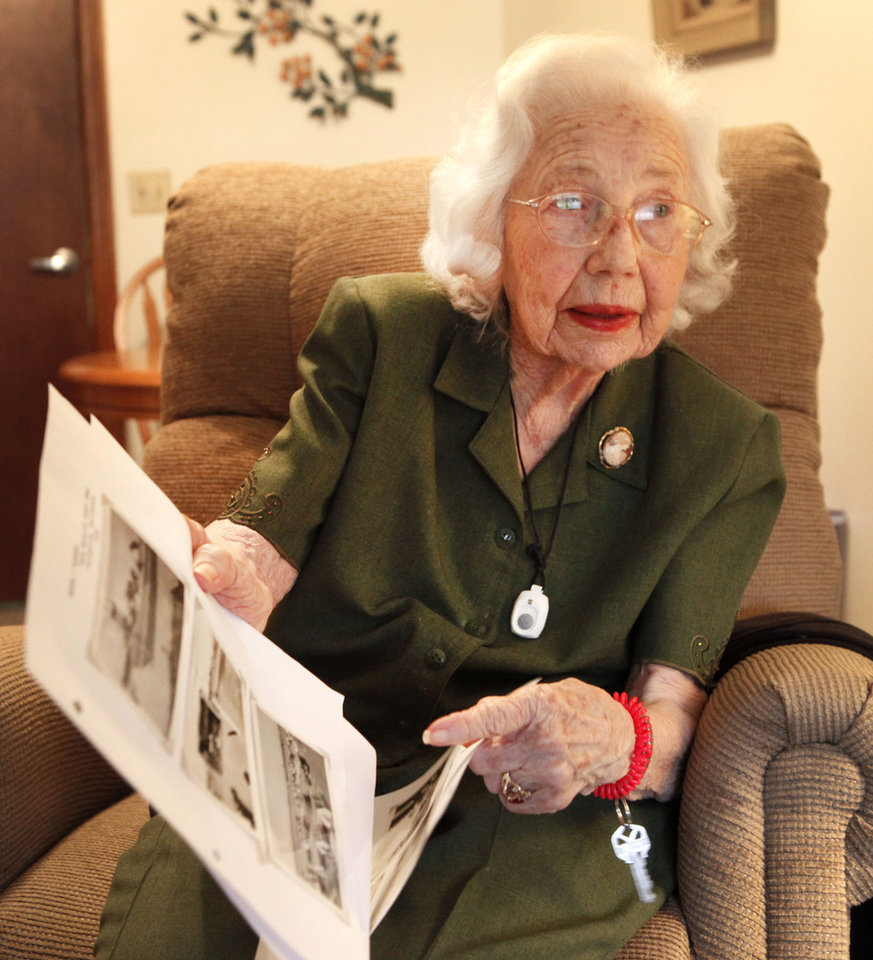 Beatrice Warren, 100, who was a nurse at a migrant camp in California during the dust bowl era, Friday, December 7, 2012.  Photo By David McDaniel/The Oklahoman <strong>David McDaniel - The Oklahoman</strong>