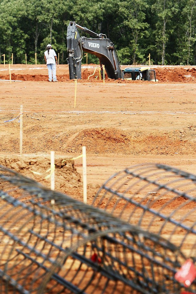 Photo - Construction crews pour piers at the site of the new $22.5 million Edmond Recreation and Aquatic Center. PHOTO BY DAVID MCDANIEL, THE OKLAHOMAN.  David McDaniel - THE OKLAHOMAN