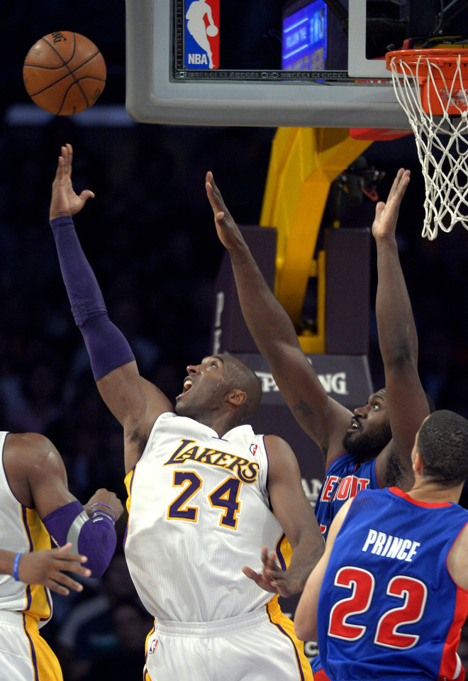 Photo -   Los Angeles Lakers guard Kobe Bryant, left, puts up a shot as Detroit Pistons forward Jason Maxiell, upper right, defends and forward Tayshaun Prince looks on during the first half of their NBA basketball game, Sunday, Nov. 4, 2012, in Los Angeles. (AP Photo/Mark J. Terrill)