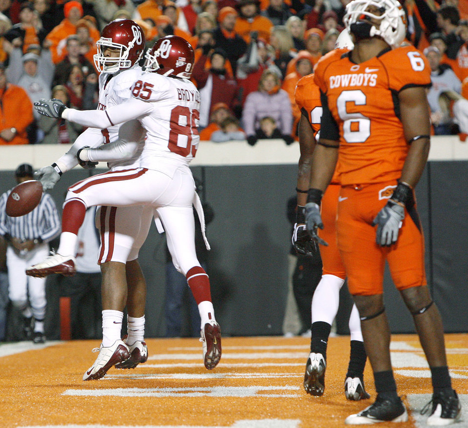 OU's Jermaine Gresham (18) celbrates with Ryan Broyles (85) in front of OSU's Ricky Price after a touchdown during the first half of the college football game between the University of Oklahoma Sooners (OU) and Oklahoma State University Cowboys (OSU) at Boone Pickens Stadium on Saturday, Nov. 29, 2008, in Stillwater, Okla. STAFF PHOTO BY BRYAN TERRY