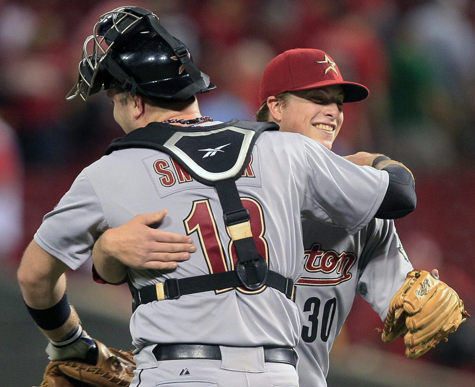 Photo -   Houston Astros catcher Chris Snyder (18) congratulates Matt Dominguez after they defeated the Cincinnati Reds 5-3 in a baseball game Friday, Sept. 7, 2012, in Cincinnati. Dominguez hit a three-run home run in the ninth inning. (AP Photo/Al Behrman)