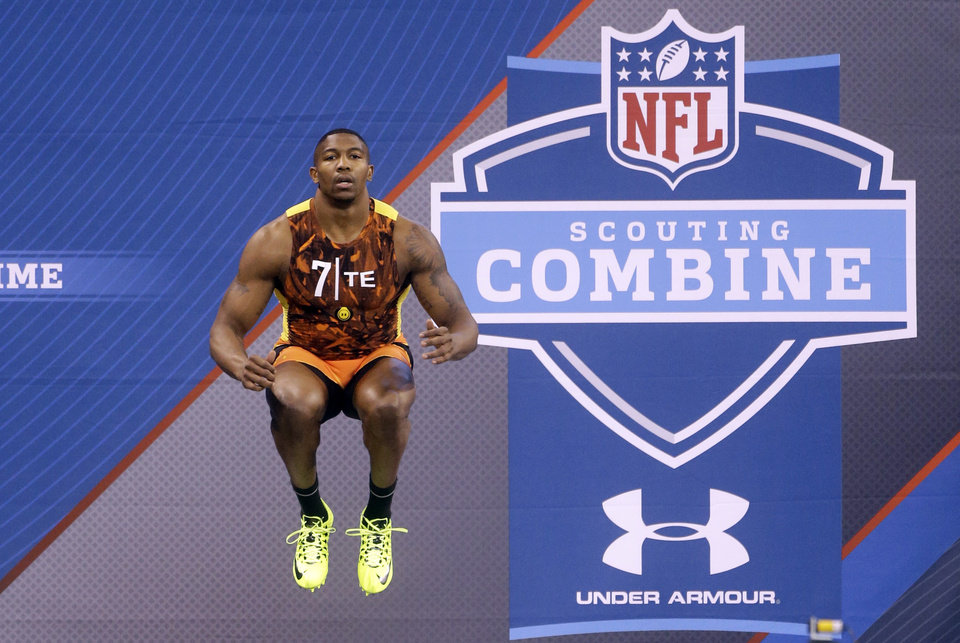 Arkansas tight end Chris Gragg prepares to run the 40-yard dash during the NFL football scouting combine in Indianapolis, Saturday, Feb. 23, 2013. (AP Photo/Dave Martin)