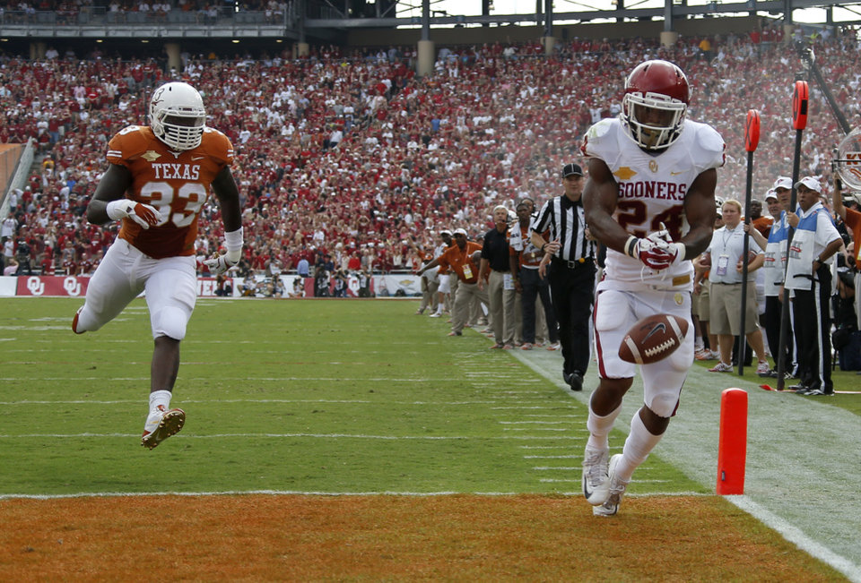 OU's Brennan Clay (24) drops a pass in front of UT's Steve Edmond (33) during the Red River Rivalry college football game between the University of Oklahoma Sooners and the University of Texas Longhorns at the Cotton Bowl Stadium in Dallas, Saturday, Oct. 12, 2013. Photo by Bryan Terry, The Oklahoman