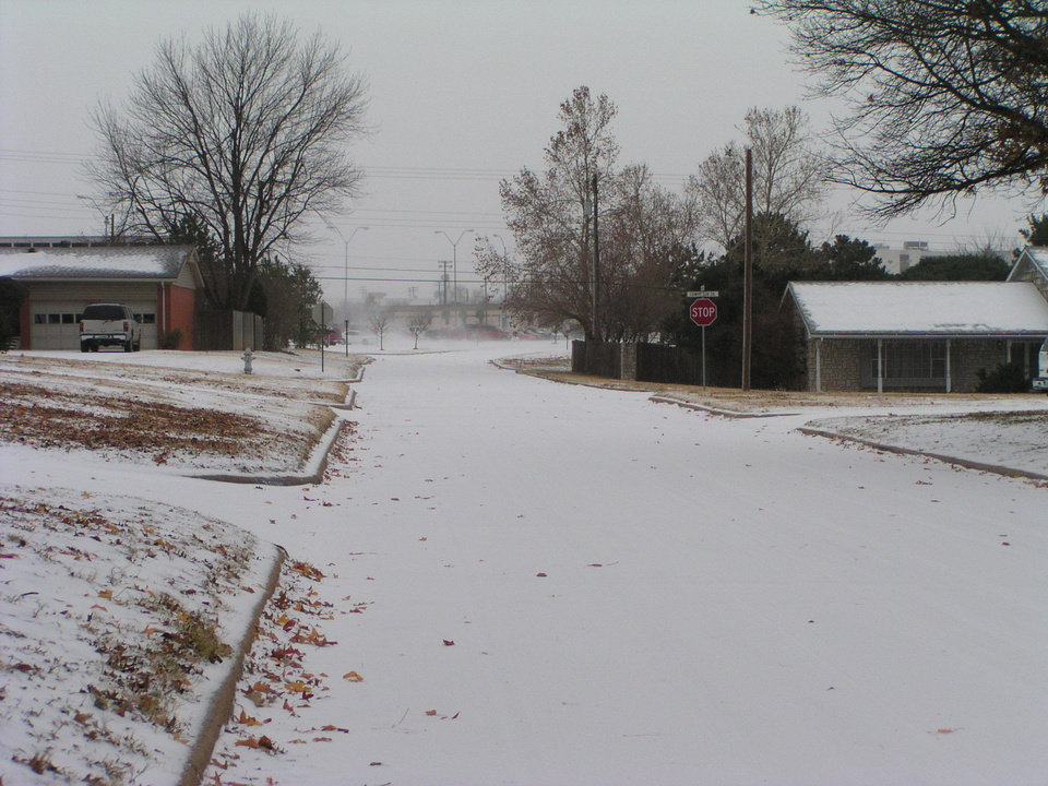 Picture at 11:00 am.. just before the snow hit.. this is just sleet.. Picture is south of the MWC Hospital..<br/><b>Community Photo By:</b> Luwanna Baker<br/><b>Submitted By:</b> Luwanna, Midwest City