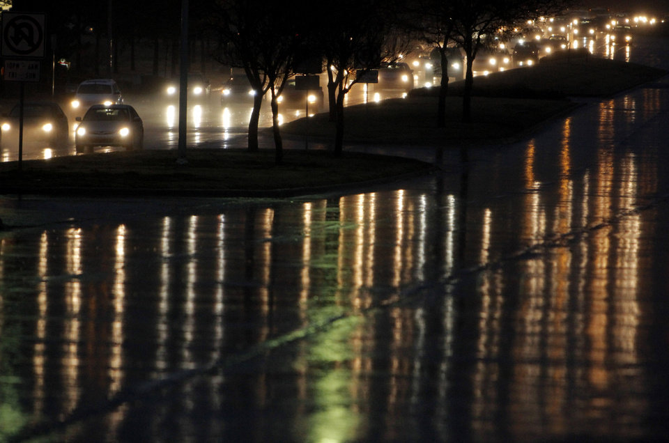 Cars head north in the rain along Lincoln Boulevard near the 3900 bloock Monday, November 21, 2011. Photo by Doug Hoke, The Oklahoman