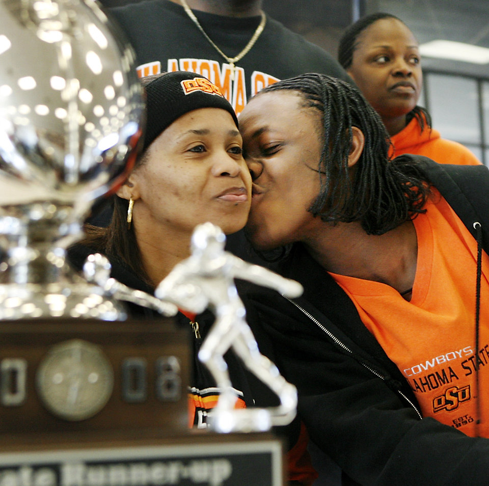Photo - Carl Albert High School defensive back Daytawion Lowe kisses his mother, Luctrtia, after signing a letter of intent to play football at Oklahoma State University during a ceremony in the school's athletic facility Wednesday afternoon, February 4, 2009.  BY JIM BECKEL, THE OKLAHOMAN ORG XMIT: KOD