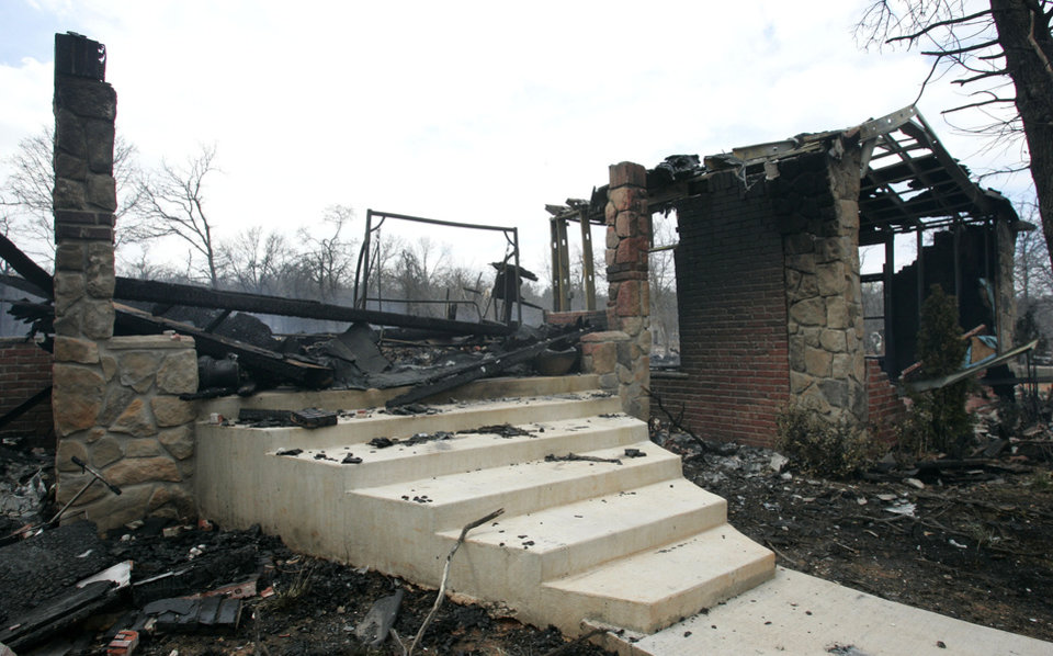 Photo - Remains of a home at 13201 S. Anderson road. Fri. April 10, 2009. Photo by Jaconna Aguirre, The Oklahoman