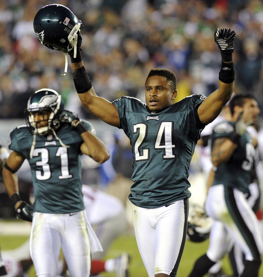 Photo -   Philadelphia Eagles cornerbacks Nnamdi Asomugha (24) and Curtis Marsh (31) celebrate their 19-17 win over the New York Giants in an NFL football game, Sunday, Sept. 30, 2012, in Philadelphia. (AP Photo/The Express-Times, Matt Smith)
