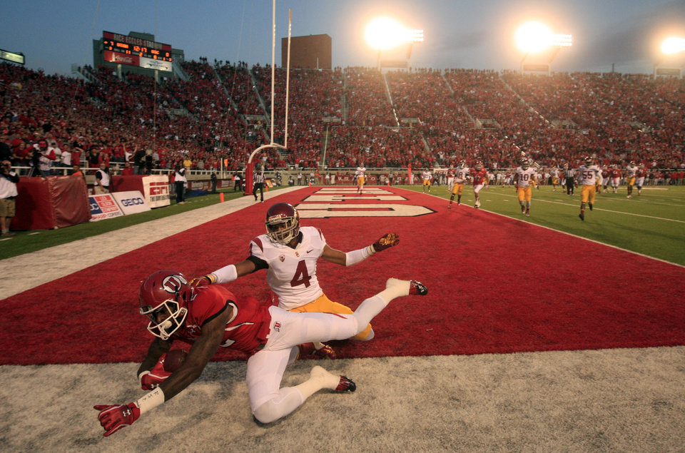 Photo -   Utah wide receiver Kenneth Scott (2) grabs a touch down catch as Southern California cornerback Torin Harris (4) defends in the first quarter during an NCAA college football game Thursday, Oct. 4, 2012, in Salt Lake City. (AP Photo/Rick Bowmer)