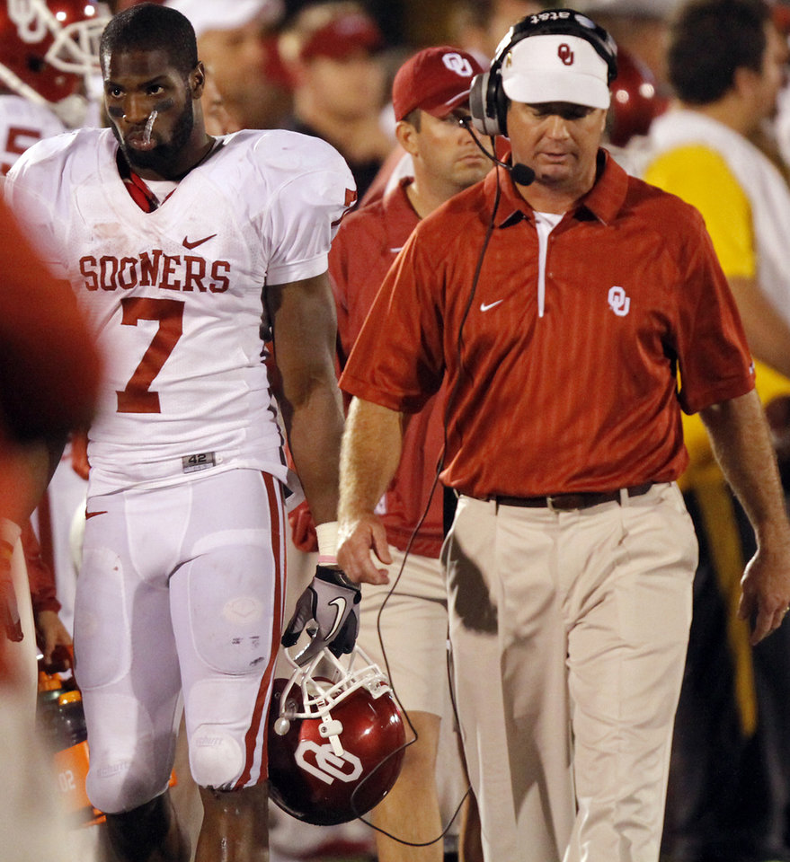 Photo - Oklahoma's DeMarco Murray (7) and coach Bob Stoops walk the sideline in the closing minute of the college football game between the University of Oklahoma Sooners (OU) and the University of Missouri Tigers (MU) on Saturday, Oct. 23, 2010, in Columbia, Mo. Oklahoma lost the game 36-27. Photo by Chris Landsberger, The Oklahoman