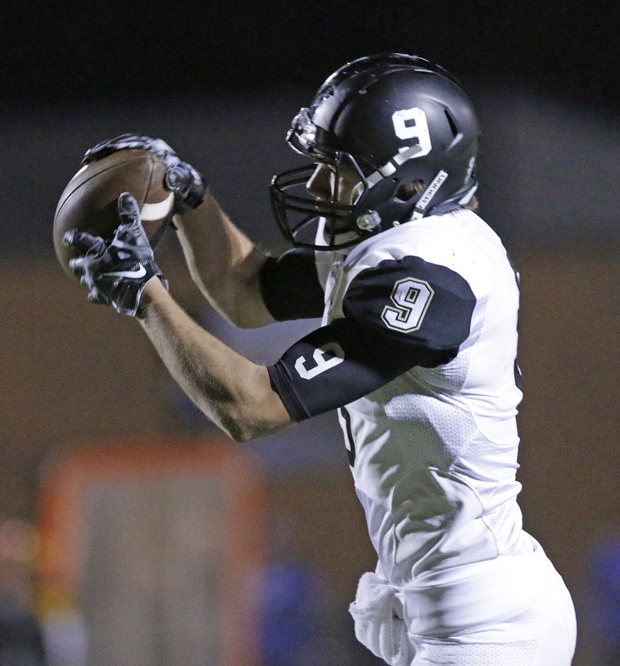 Photo - MHS #9 Brayden Klusak grabs a pass and runs to score a touchdown during the high school football playoff between McAlester and Lawton MacArthur at Choctaw stadium, November 28, 2014. Photo by Doug Hoke, The Oklahoman