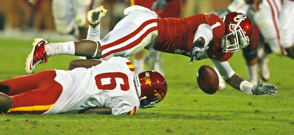Photo - Tony Jefferson (1) tries for an interception of a pass intended for Darius Darks (6) during the first half of the college football game between the University of Oklahoma Sooners (OU) and the Iowa State Cyclones (ISU) at the Glaylord Family-Oklahoma Memorial Stadium on Saturday, Oct. 16, 2010, in Norman, Okla.  Photo by Steve Sisney, The Oklahoman