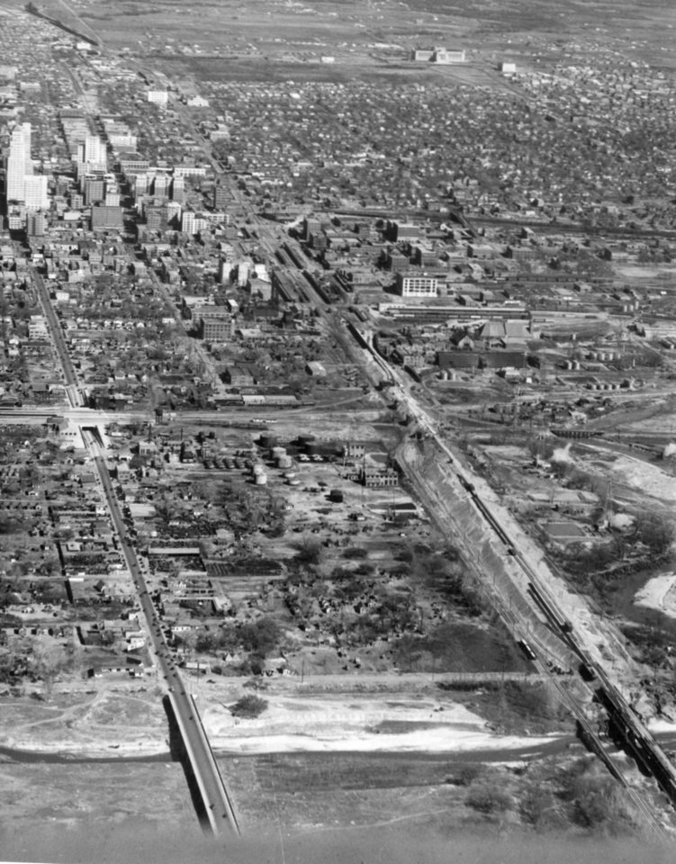 OKLAHOMA CITY / SKY LINE / OKLAHOMA / AERIAL VIEWS / AERIAL PHOTOGRAPHY / AIR VIEWS: No caption. Photo undated and unpublished. Photo arrived in library on 03/01/1932.