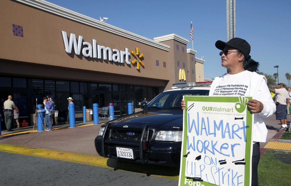 Photo -   Angelita Rodriguez protests outside a Walmart store in Paramount, Calif., Friday Nov.23, 2012. Wal-Mart employees and union supporters are taking part in today's nationwide demonstration for better pay and benefits A union-backed group called OUR Walmart, which includes former and current workers, staged the demonstrations and walkouts at hundreds of stores on Black Friday, the day when retailers traditionally turn a profit for the year. ( AP Photo/Nick Ut)