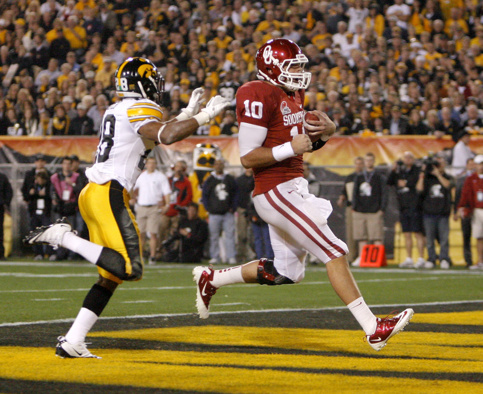 Photo - Oklahoma's Blake Bell (10) scores a touchdown in front of Iowa's Shaun Prater (28) during the Insight Bowl college football game between the University of Oklahoma (OU) Sooners and the Iowa Hawkeyes at Sun Devil Stadium in Tempe, Ariz., Friday, Dec. 30, 2011. Photo by Sarah Phipps, The Oklahoman