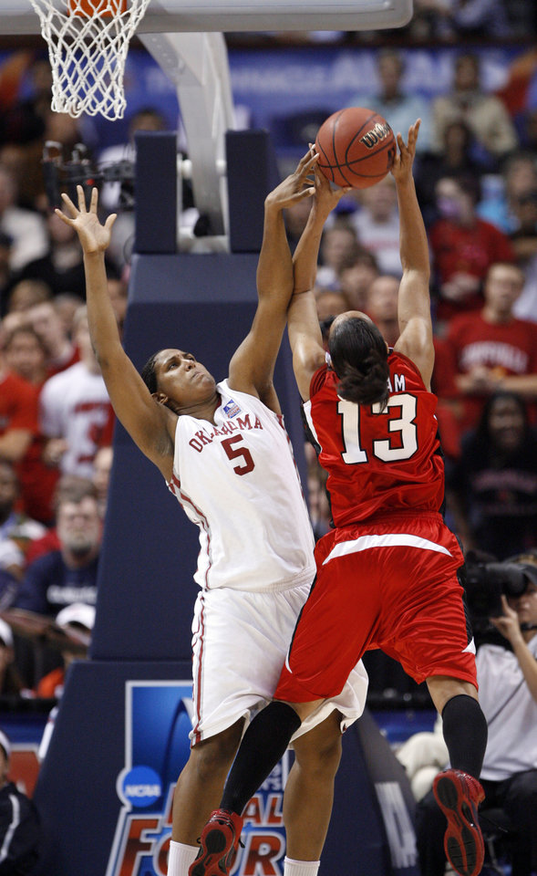 Photo - Ashley Paris blocks a shot by Candyce Bingham in the second half as the University of Oklahoma plays Louisville at the 2009 NCAA women's basketball tournament Final Four in the Scottrade Center in Saint Louis, Missouri on Sunday, April 5, 2009. 